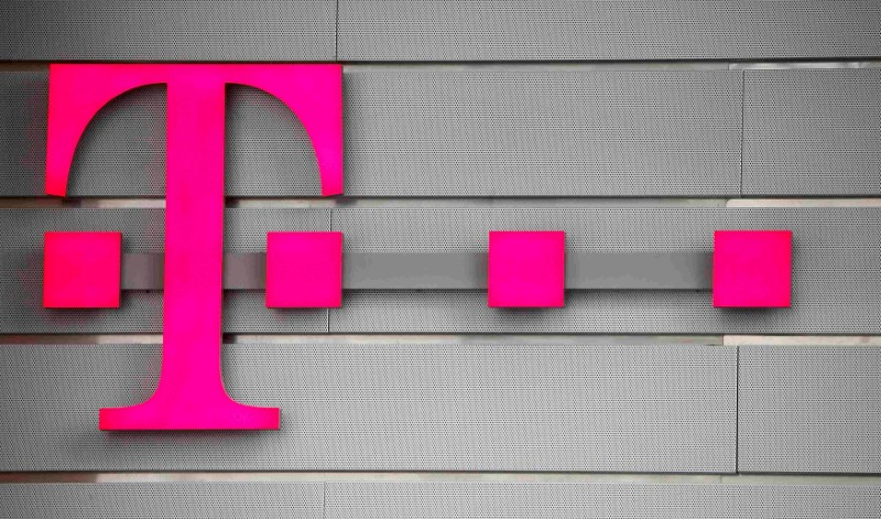 © Reuters. FILE PHOTO: A logo of Germany's telecommunications giant Deutsche Telekom AG is seen before the company's annual news conference in Bonn