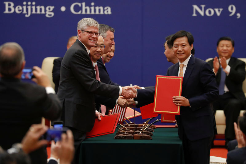 © Reuters. Business leaders shake hands during signing ceremony attended by U.S. President Donald Trump and China's President Xi Jinping at the Great Hall of the People in Beijing