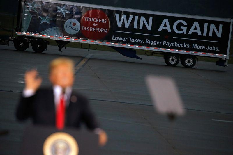© Reuters. U.S. President Donald Trump speaks about tax reform in Harrisburg, Pennsylvania