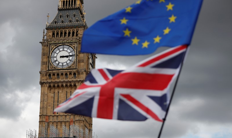 © Reuters. FILE PHOTO: The Union Flag and a European Union flag fly near the Elizabeth Tower, housing the Big Ben bell, during the anti-Brexit 'People's March for Europe', in Parliament Square in central London