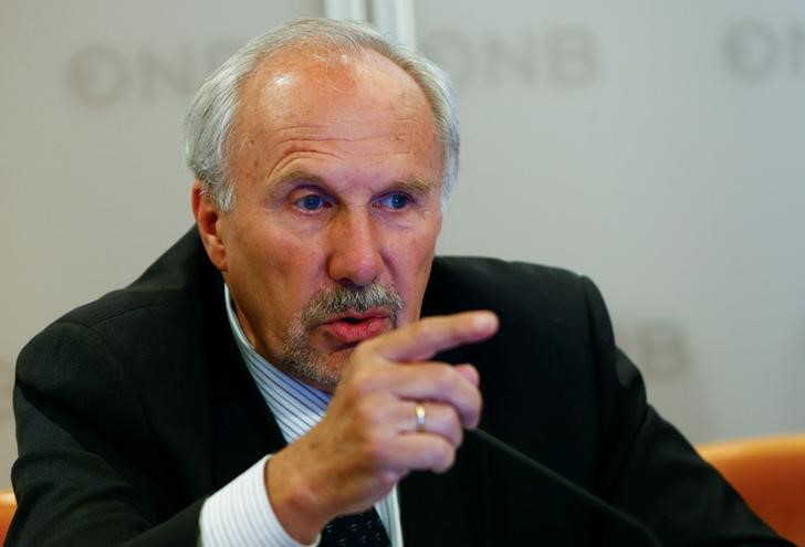 © Reuters. ECB Governing Council member Nowotny addresses a news conference in Vienna