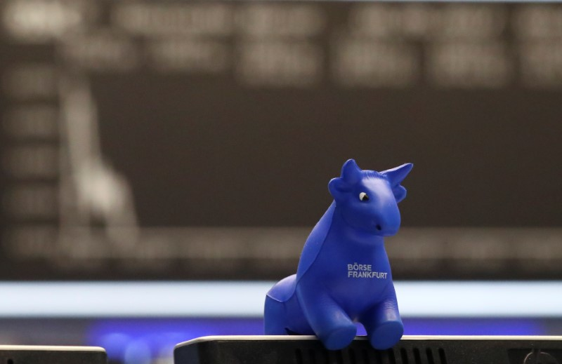 © Reuters. A plastic bull figurine, symbol of the Frankfurt stock exchange is pictured in front of the share price index DAX board at the stock exchange in Frankfurt