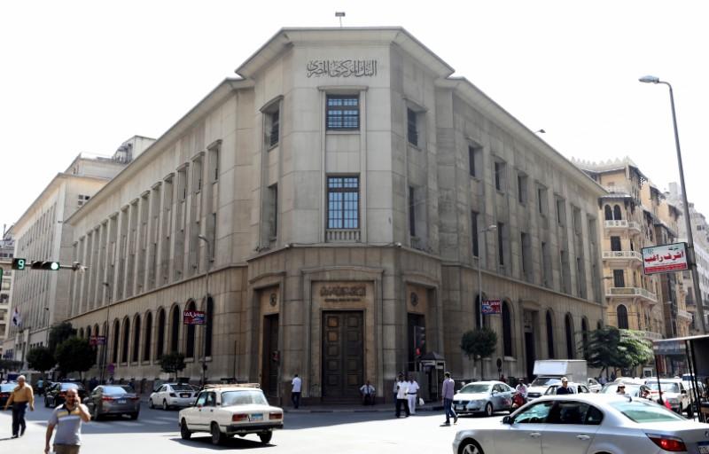 © Reuters. استطلاع: توقعات بأن يبقي المركزي المصري الفائدة بدون تغيير مع بقاء التضخم مرتفعا
