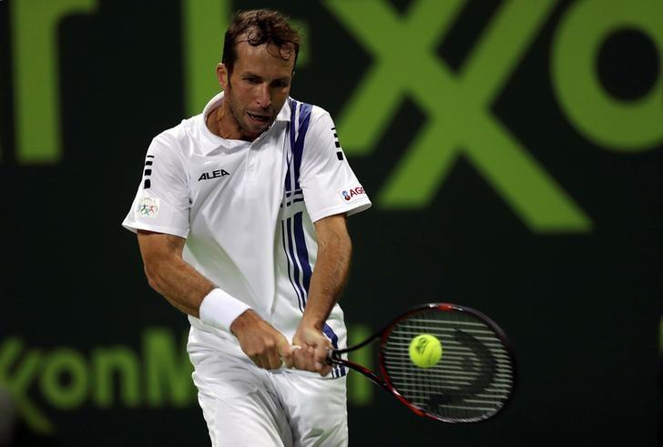 © Reuters. FILE PHOTO - Tennis - Qatar Open - Men's Singles - Novak Djokovic of Serbia v Radek Stepanek of Czech Republic