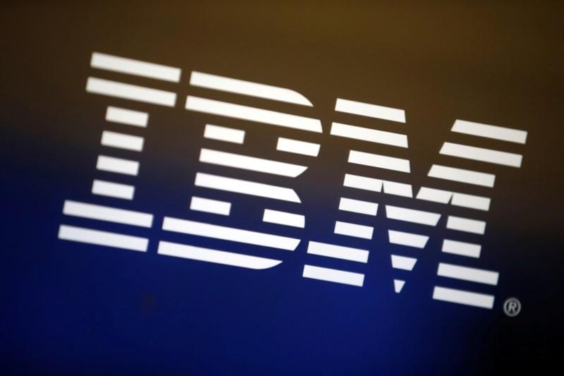 © Reuters. BERSKHIRE RÉDUIT ENCORE NETTEMENT SA PARTICIPATION DANS IBM