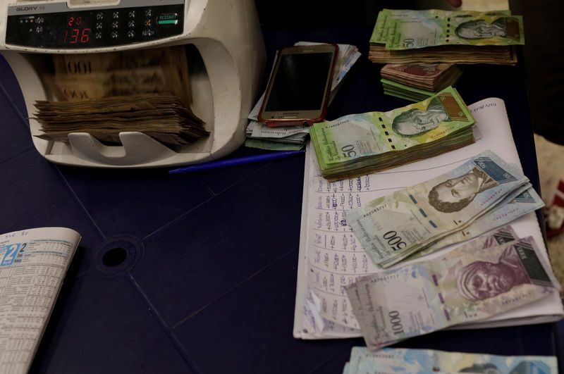 © Reuters. Money and betting account books are pictured on a bookmaker's desk in La Rinconada Hippodrome in Caracas