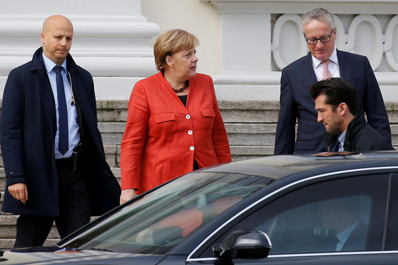 © Reuters. German Chancellor Angela Merkel leaves the meeting with President Frank-Walter Steinmeier after coalition government talks collapsed in Berlin