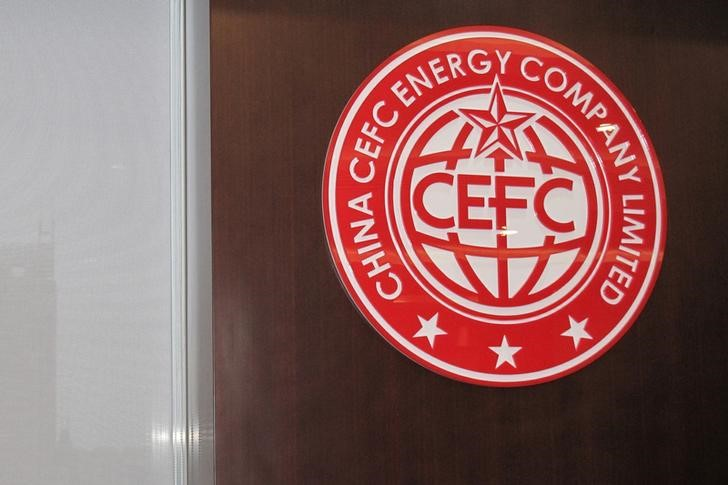 © Reuters. FILE PHOTO: A CEFC logo is seen at CEFC China Energy's Shanghai headquarter in Shanghai