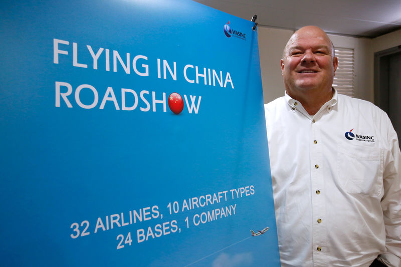 Chinese airlines court Cathay pilots facing pay squeeze