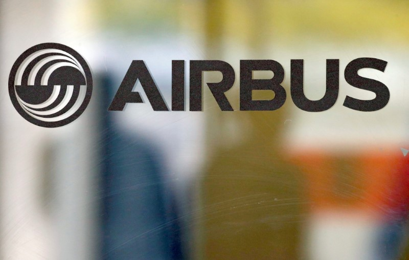 © Reuters. The logo of Airbus is pictured at the company's headquarters in Colomiers near Toulouse