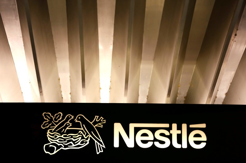 © Reuters. FILE PHOTO: The Nestle logo is pictured on the company headquarters entrance building in Vevey