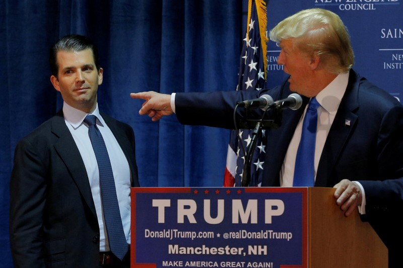 © Reuters. FILE PHOTO: Then U.S. Republican presidential candidate Donald Trump welcomes his son Don Jr. to the stage in Manchester