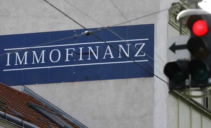 © Reuters. The logo of Austrian property group Immofinanz adorns wall of a house in Vienna