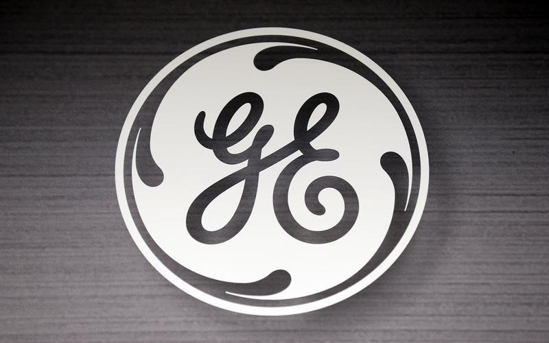 © Reuters. The General Electric logo is seen in a Sears store in Schaumburg