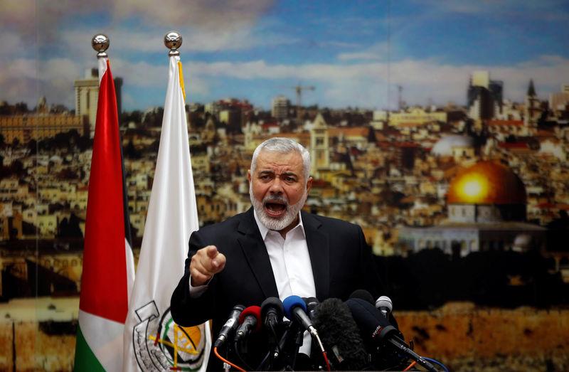© Reuters. Лидер ХАМАС Исмаил Хания выступает в Газе, 7 декабря 2017 года