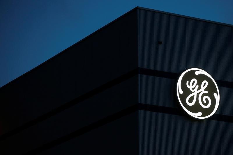 © Reuters. GENERAL ELECTRIC SUPPRIME DES EMPLOIS EN EUROPE ET FERME DES SITES