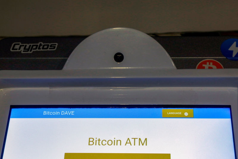 © Reuters. FILE PHOTO: A Bitcoin ATM is seen at the Bitcoin Center NYC in New York