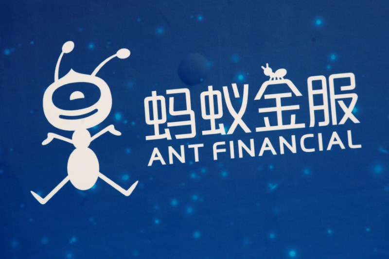 © Reuters. FILE PHOTO - A logo of Ant Financial is displayed at the Ant Financial event in Hong Kong