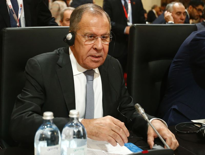 © Reuters. Russia's Foreign Minister Lavrov prepares for the beginning of a meeting of OSCE Foreign Ministers in Vienna