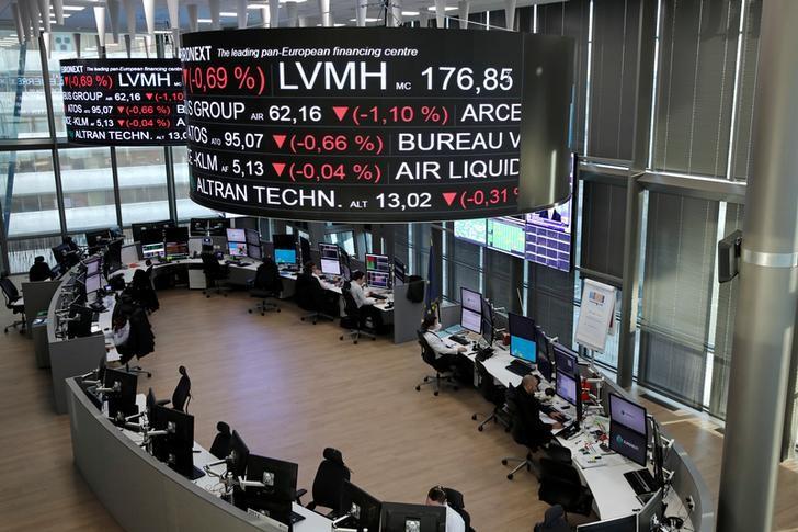 © Reuters. LES BOURSES EUROPÉENNES SUR UNE NOTE HÉSITANTE À MI-SÉANCE