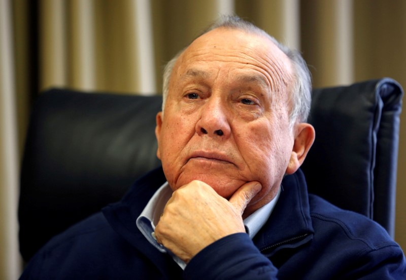 © Reuters. FILE PHOTO: South African magnate Christo Wiese, Steinhoff's largest shareholder and chairman, listens during an interview in Cape Town