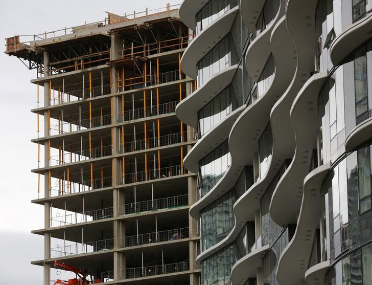 © Reuters. FILE PHOTO: New condominium towers are seen under various stages of construction in the Yaletown district of downtown Vancouver
