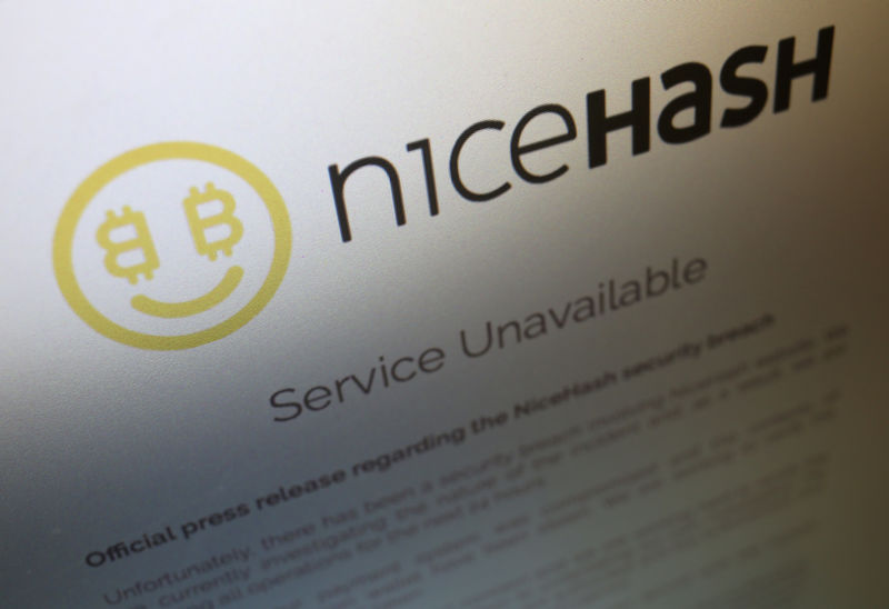 © Reuters. FILE PHOTO - A notice announcing that service is unavailable is displayed on the website of Slovenian cryptocurrency mining firm NiceHash
