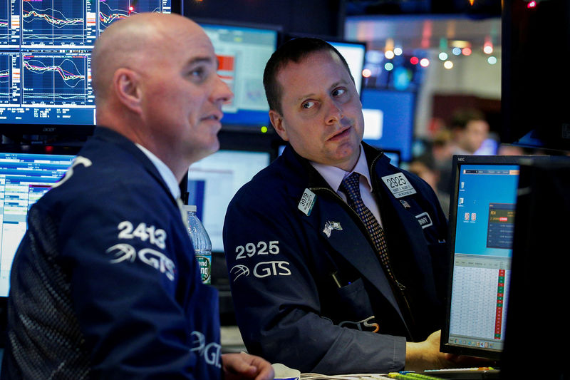 © Reuters. FILE PHOTO - Traders work on the floor of the NYSE in New York