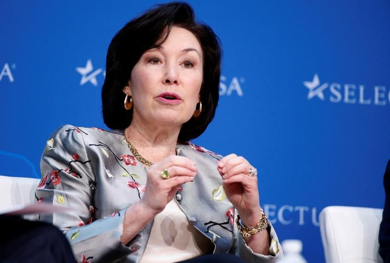 © Reuters. FILE PHOTO - Safra A. Catz, Chief Executive Officer, Oracle, speaks at 2017 SelectUSA Investment Summit in Oxon Hill, Maryland