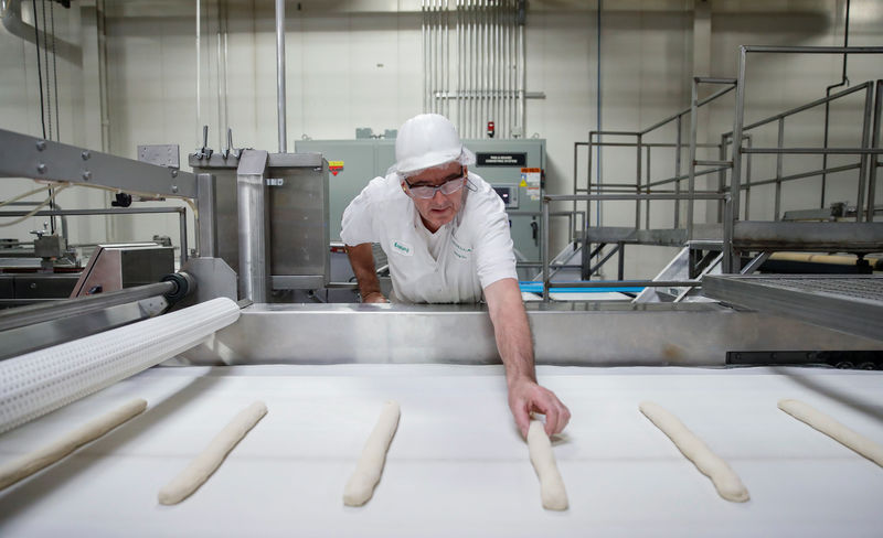 © Reuters. An employee checks on a dough during the production process at the Gonnella Baking Company in Aurora