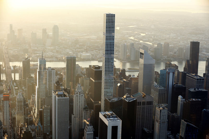 © Reuters. FILE PHOTO: The building known as 432 Park Avenue rises above the Manhattan borough of New York