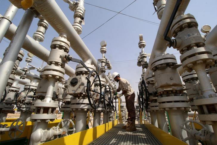 © Reuters. سوق النفط مستقرة مع اقتراب الإنتاج الأمريكي من 10 ملايين ب/ي