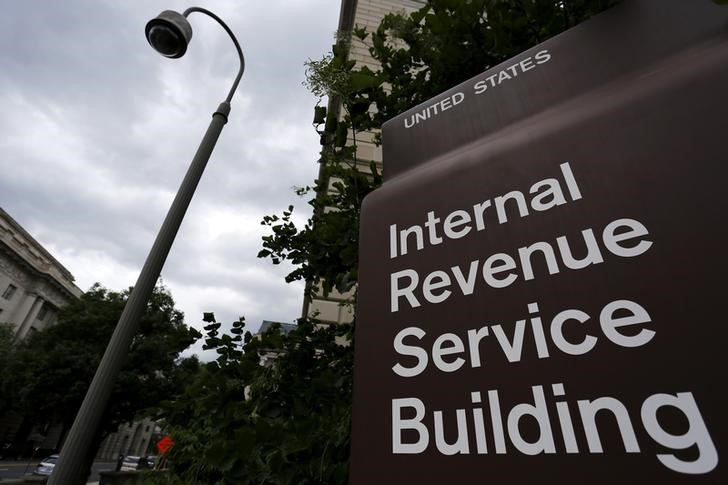 © Reuters. A security camera hangs near a corner of the Internal Revenue Service (IRS) building in Washington