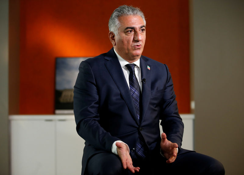 © Reuters. Reza Pahlavi, the last heir apparent to the defunct throne of the Imperial State of Iran, speaks during an interview with Reuters in Washington