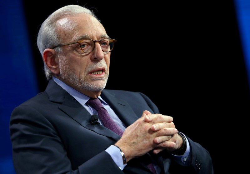 © Reuters. FILE PHOTO - Nelson Peltz founding partner of Trian Fund Management LP. speak at the WSJD Live conference in Laguna Beach, California
