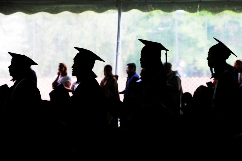 © Reuters. Graduating seniors line up to receive their diplomas during Commencement at Wellesley College in Wellesley