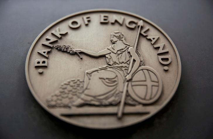 © Reuters. FILE PHOTO: FILE PHOTO: A sign is displayed outside the Bank of England in London