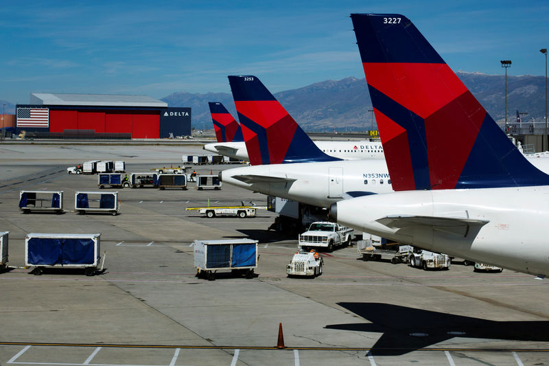 © Reuters. FILE PHOTO: Delta planes line up at their gates while on the tarmac of Salt Lake City International Airport in Utah