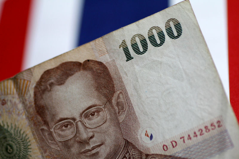 © Reuters. FILE PHOTO: Illustration photo of a Thailand Baht note