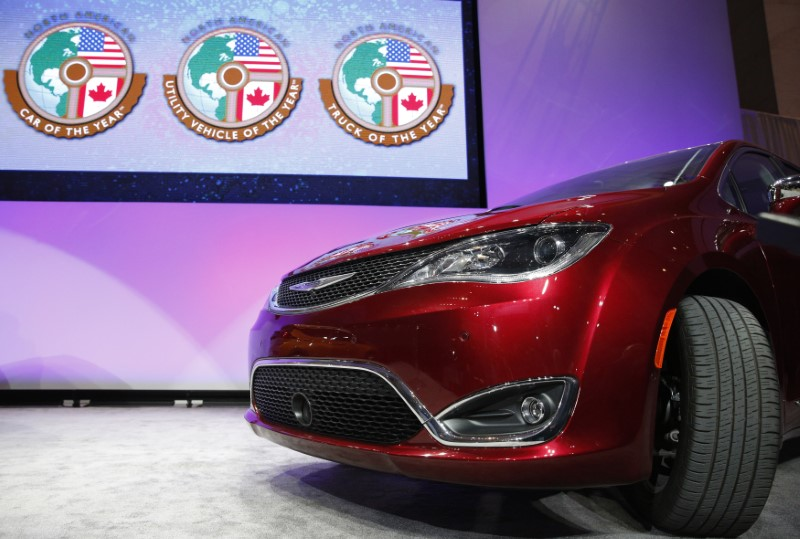 © Reuters. The Chrysler Pacifica is introduced as the 2017 Utility Vehicle of the Year during the North American International Auto Show in Detroit