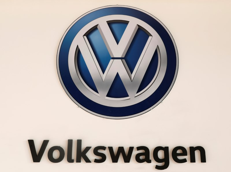 © Reuters. A Volkswagen logo is pictured at the International Auto Show in Mexico City