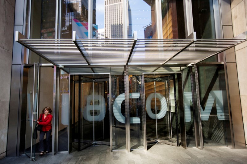 © Reuters. FILE PHOTO: A woman exits the Viacom Inc. headquarters in New York