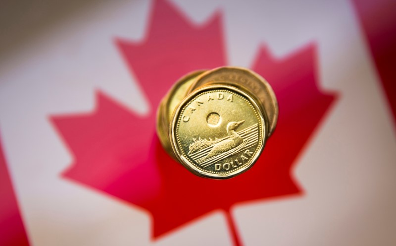 © Reuters. FILE PHOTO: A Canadian dollar coin, commonly known as the