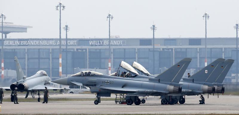 © Reuters. CONTRAT EUROFIGHTER AUTRICHIEN: AIRBUS ESPÈRE UNE CLÔTURE DE L'ENQUÊTE