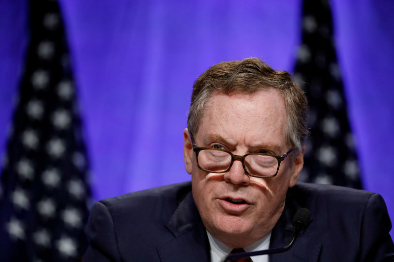 © Reuters. FILE PHOTO: U.S. Trade Representative Robert Lighthizer speaks at a news conference