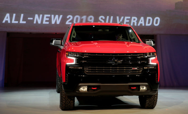© Reuters. General Motors debuts its 2019 Chevrolet Silverado pick-up truck at Eastern Market in Detroit,