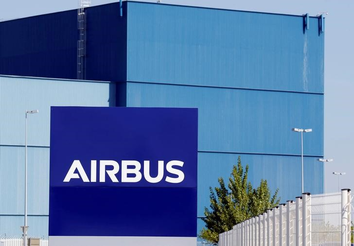 © Reuters. The logo of Airbus Group is seen on the company's headquarters building in Toulouse