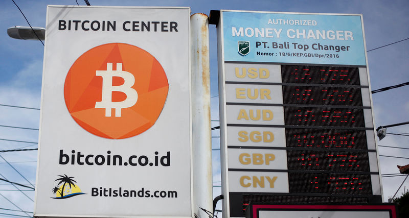 © Reuters. A Bitcoin sign is seen in Kuta on the resort island of Bali