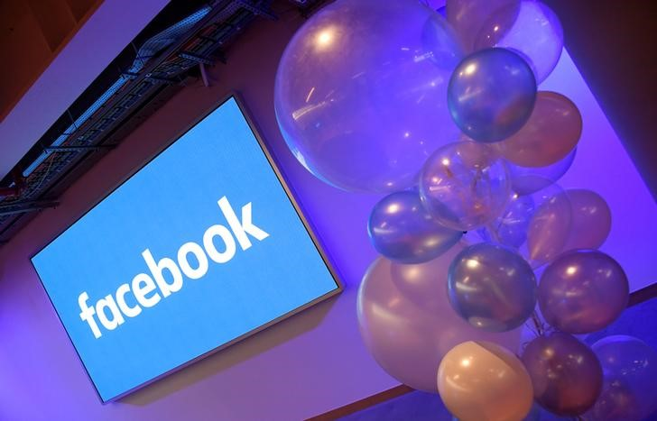© Reuters. FILE PHOTO: Balloons are seen in front of a logo at Facebook's headquarters in London