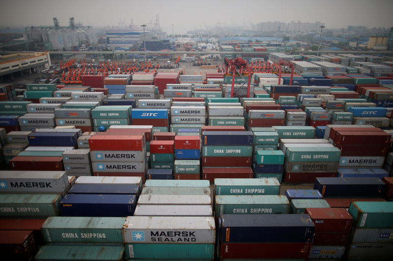 © Reuters. FILE PHOTO: A container terminal is seen at Incheon port in Incheon